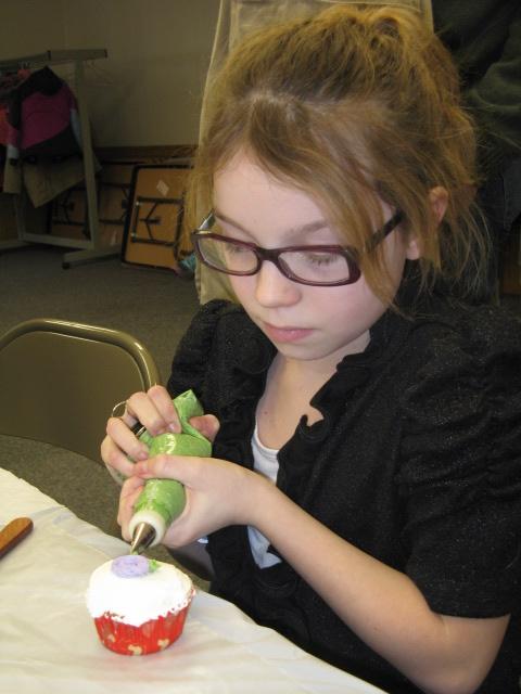 Jamilyn working on her cupcake