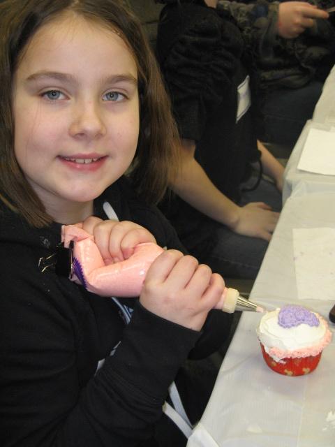 Jessa works on her cupcake