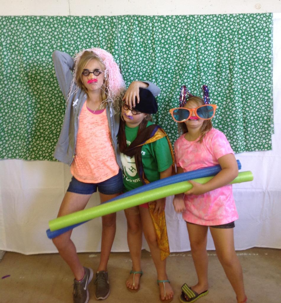 Abi, Klarissa, Miranda photo booth fun