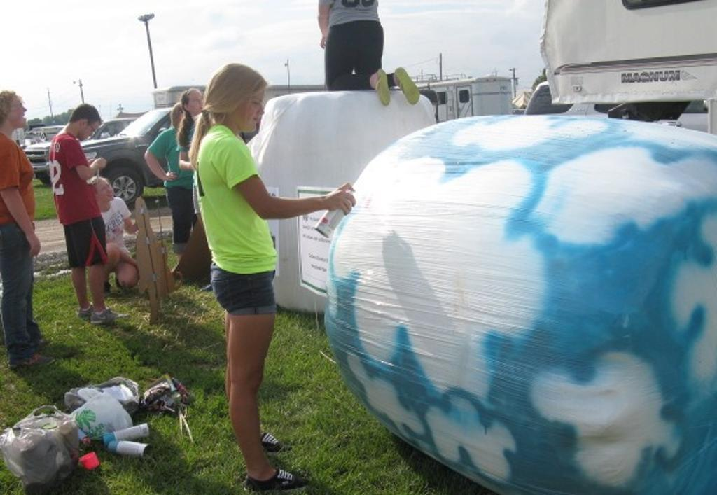 Adding some paint to the 4-H Ambassador Hay Bale design