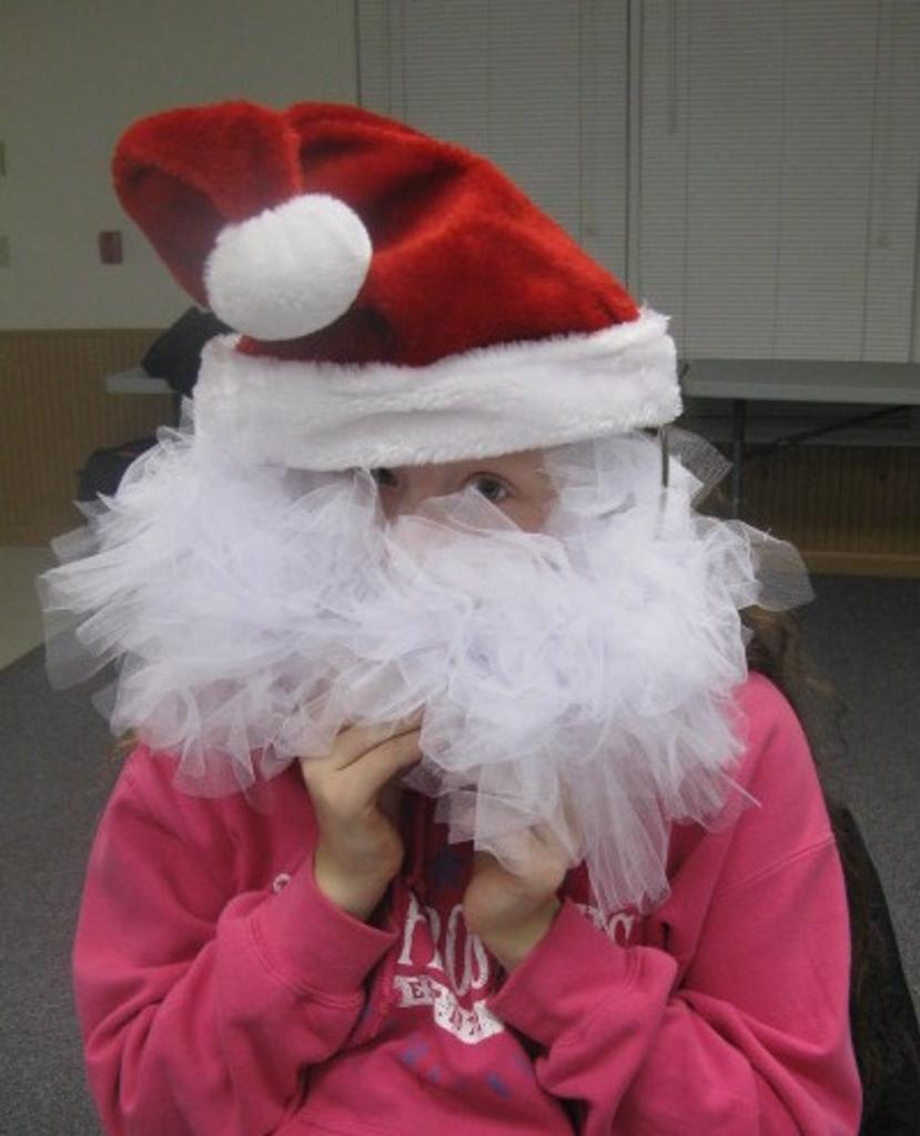 Ariana and her wreath