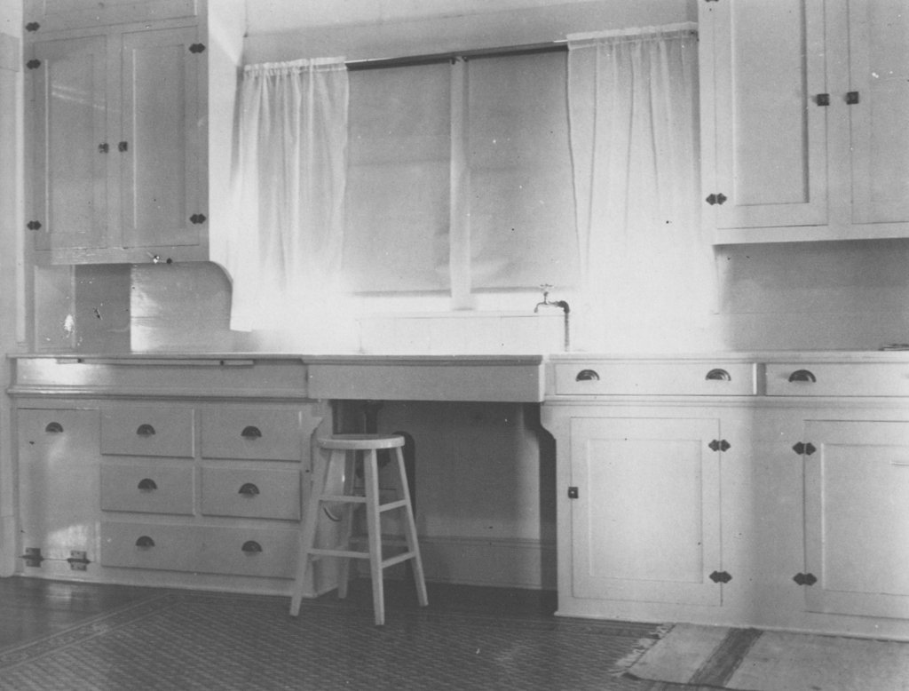 Charmant Kitchen With Stool And Carpet For Stress Reduction, C.1920