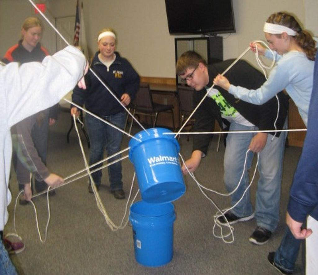 Teambuilding with the bucket