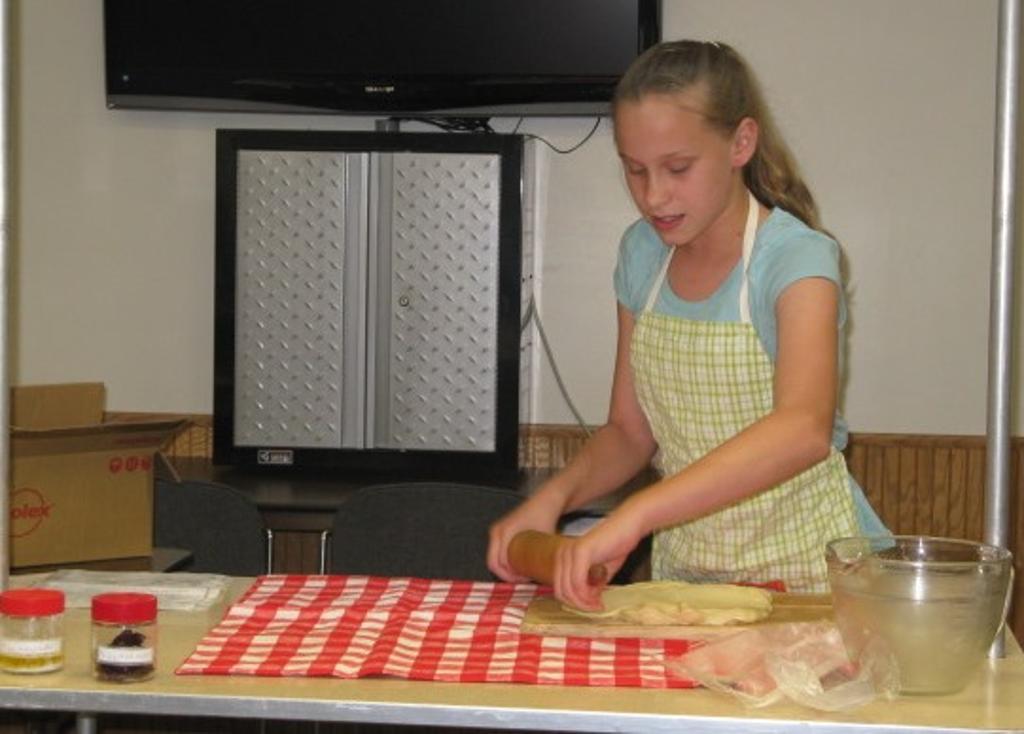 Caroline demonstrates making a swedish tea ring