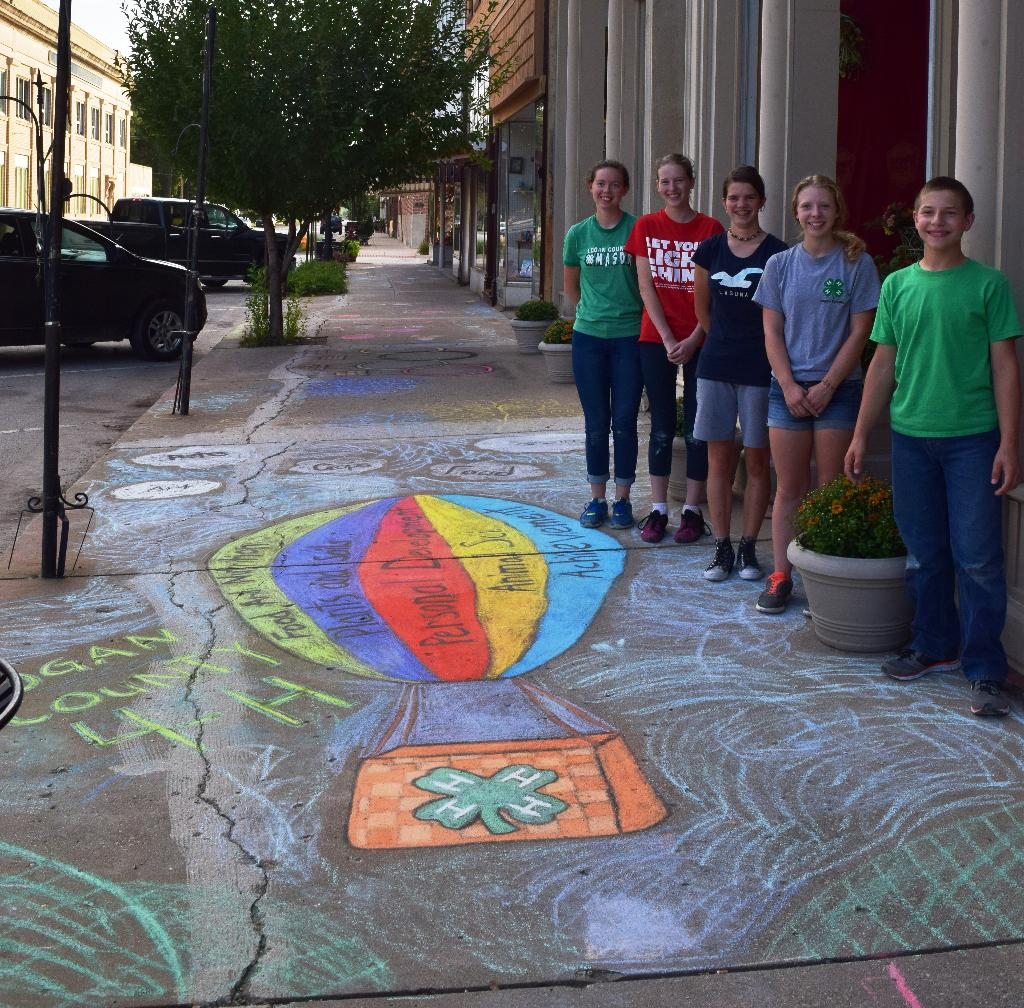 Ruth, Grace, Ruthie, Molly & Cavit did a GREAT job on the chalk art!!