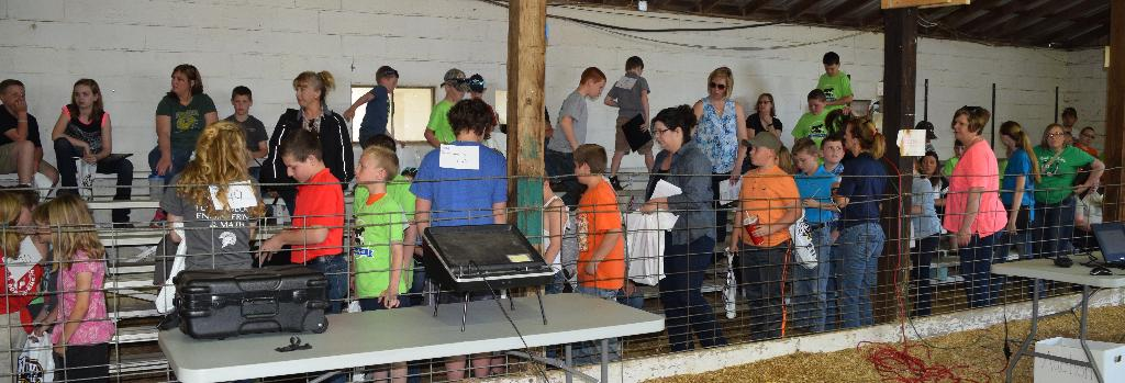 A large crowd of youth and parents attended the Showmanship 101 Clinic!