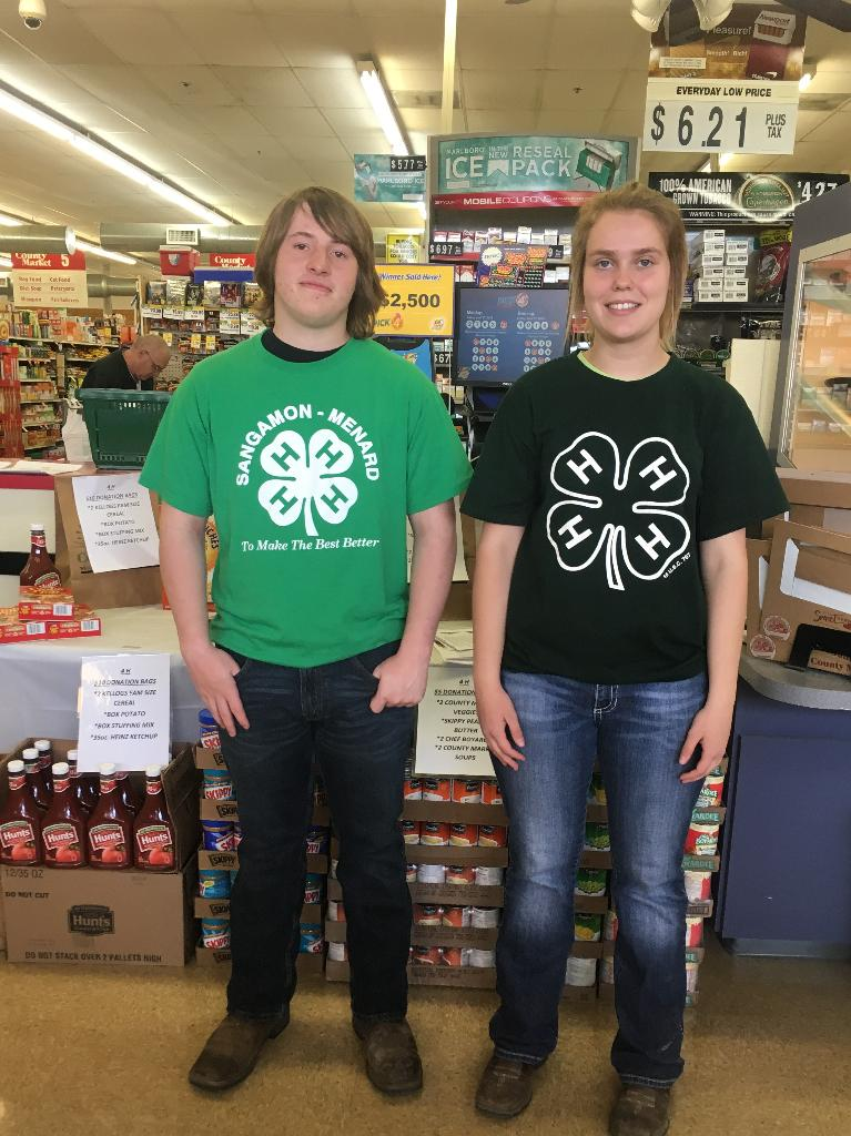 Sangamon/Menard county teens assisting at County Market in Petersburg for the Food Drive