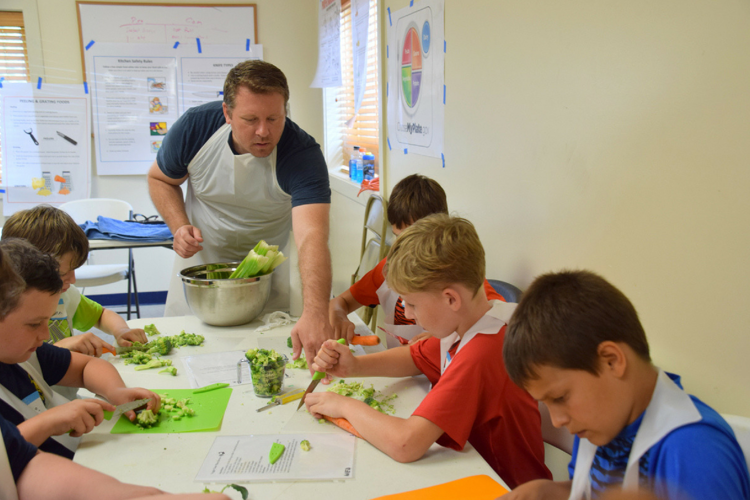 Kids run the kitchen with Illinois Junior Chefs