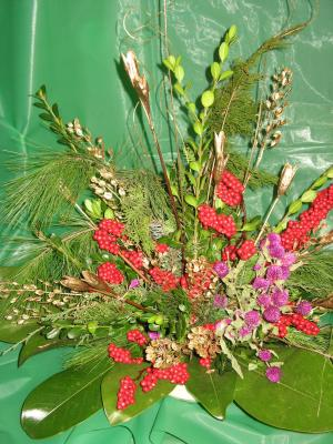 Arrangement made with fresh, dried, and recycled decorations.  Both are examples of quick and easy arrangements made at the coming Design on a Pine workshop.
