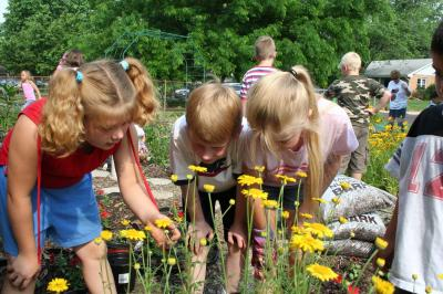 2007: C.B. Smith students explore the bounty of blooms.