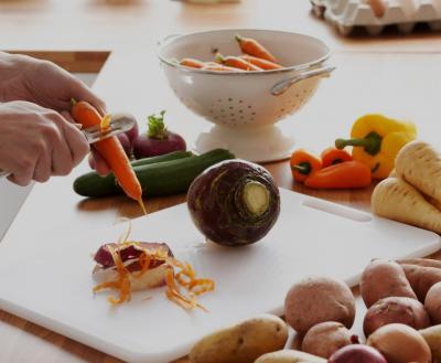 peeling veggies 2018 Canva2