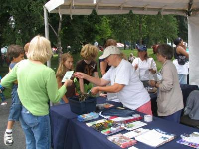 Master Gardeners at information table