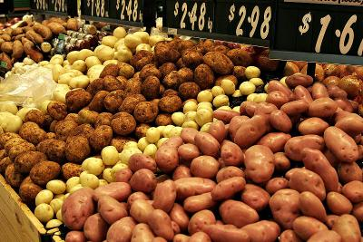 800px-Various types of potatoes for sale