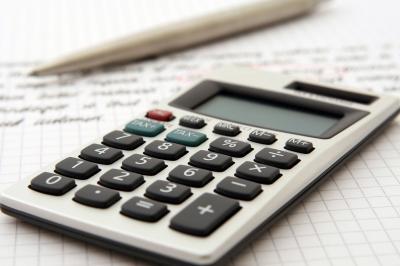 accountant-1238598 1920